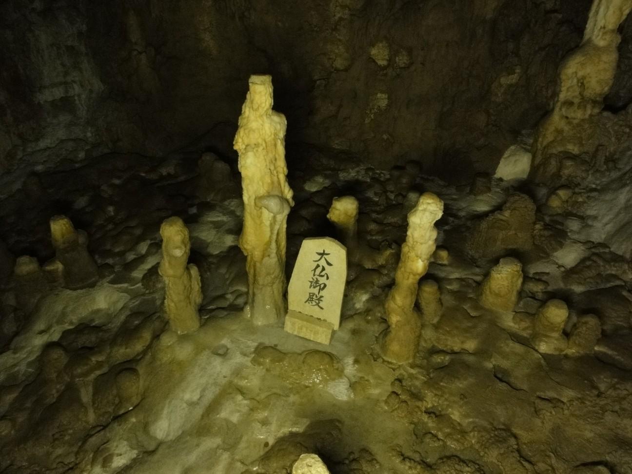 玉泉洞內鐘乳石像