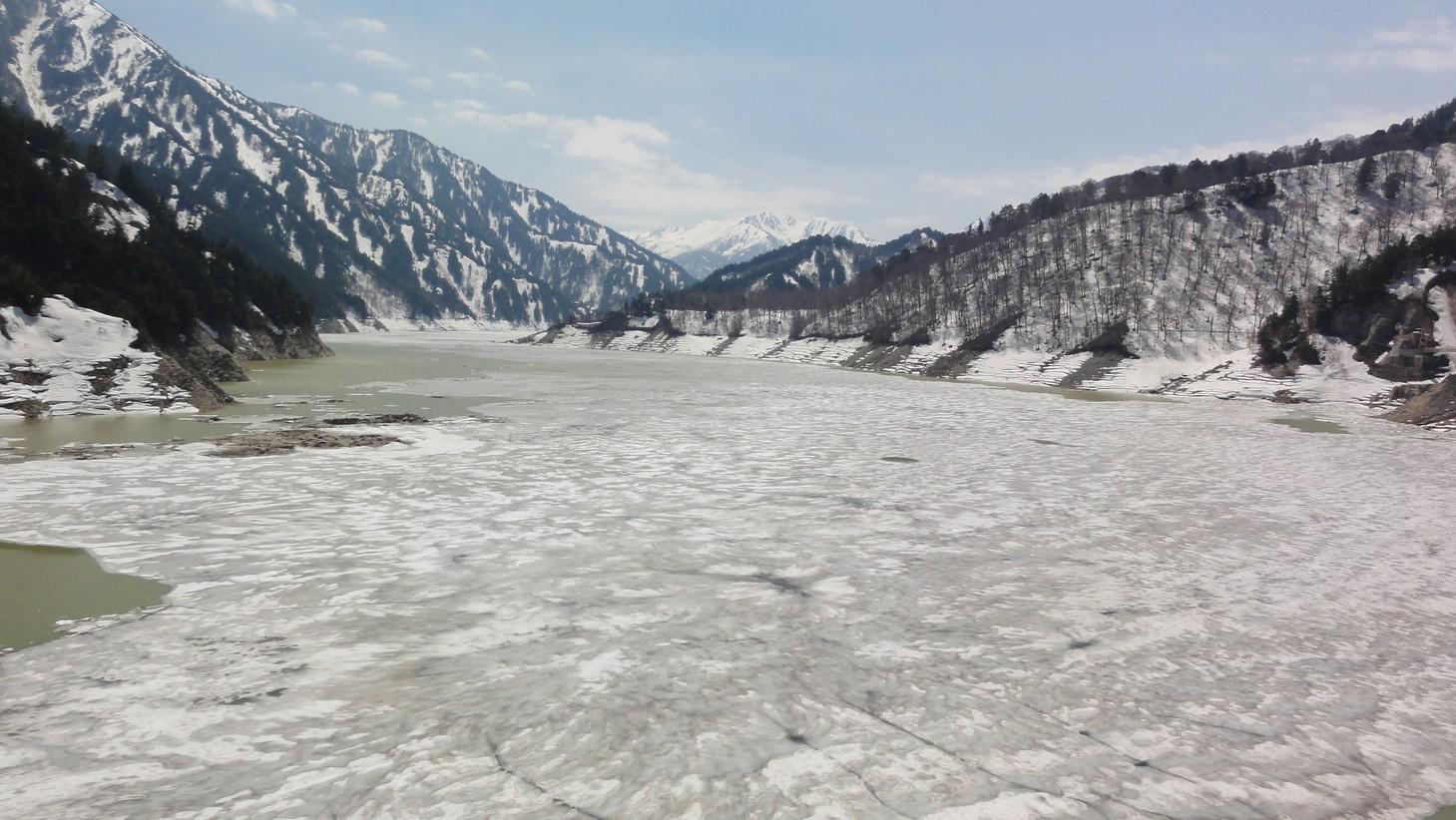 冰封中的水庫
