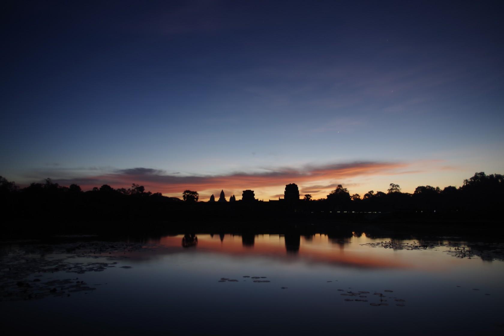 日出前的吳哥窟