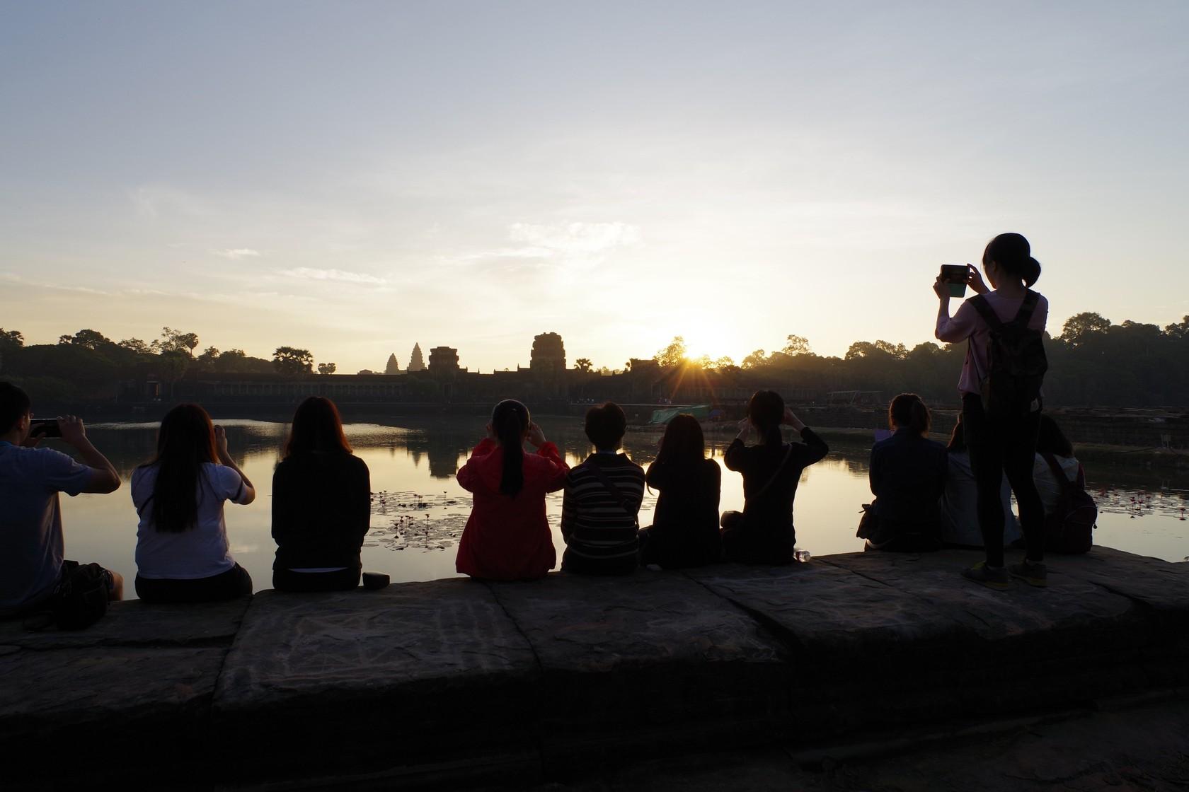迎接新年曙光的遊客-吳哥窟