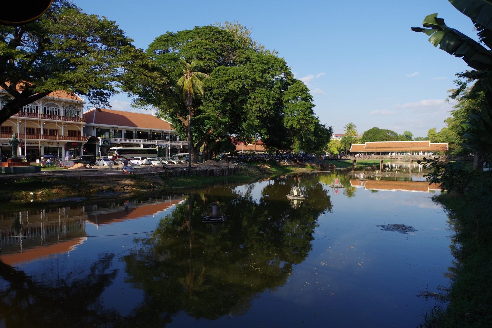 暹粒藝術市場旁的河道景色