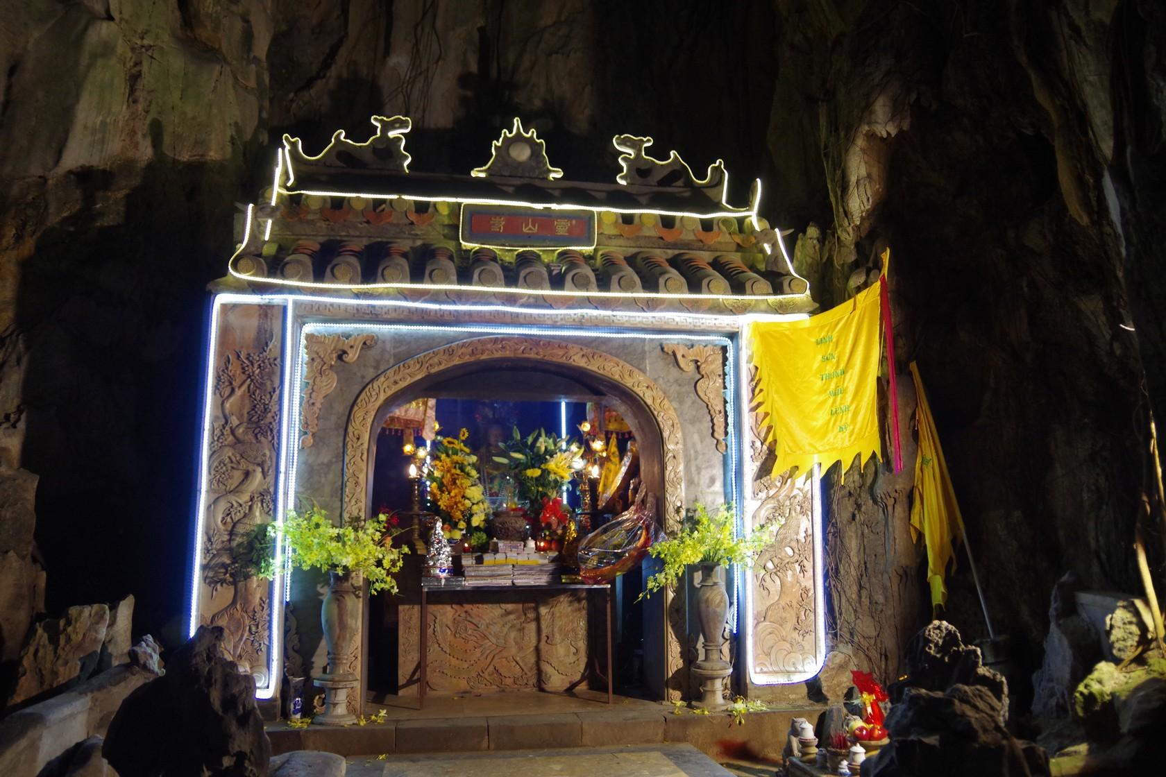 五行山山洞內的靈山寺