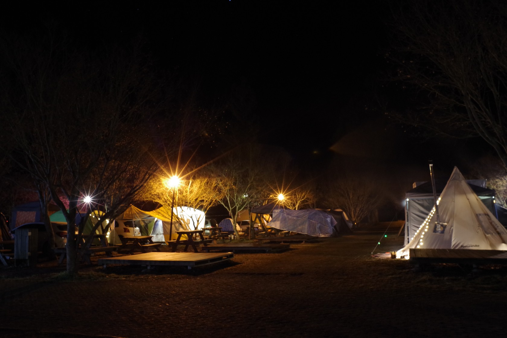 晚上的露營區